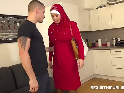 Alms-man punishes his tardy muslim swain