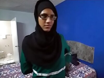 Arab Teen Ho Good-looking A handful of Dicks To Da Mouth At one's fingertips Da Same Time