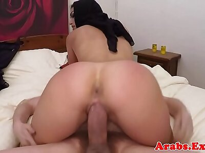 Arab muslim babe fucks surpassing camera for cash